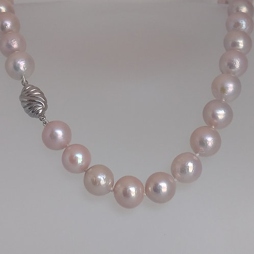 Necklace pearls soft pink