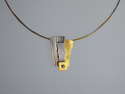 Pendant oxidized and yellow gold plate by Eva Stone