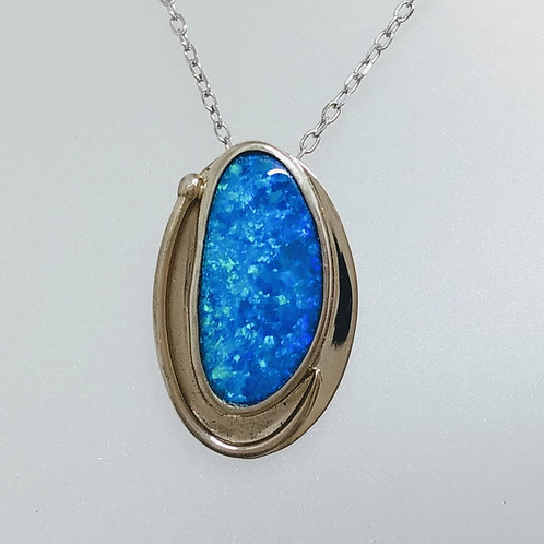 Pendant blue opal in white gold