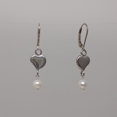 Earrings with hearts and pearls