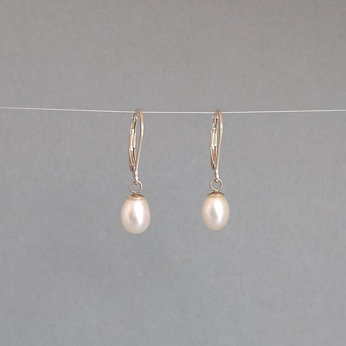 Earrings white pearls drops
