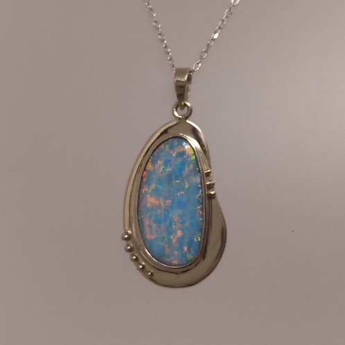Pendant opal in white gold