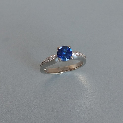 Ring white gold with blue sapphire and diamonds