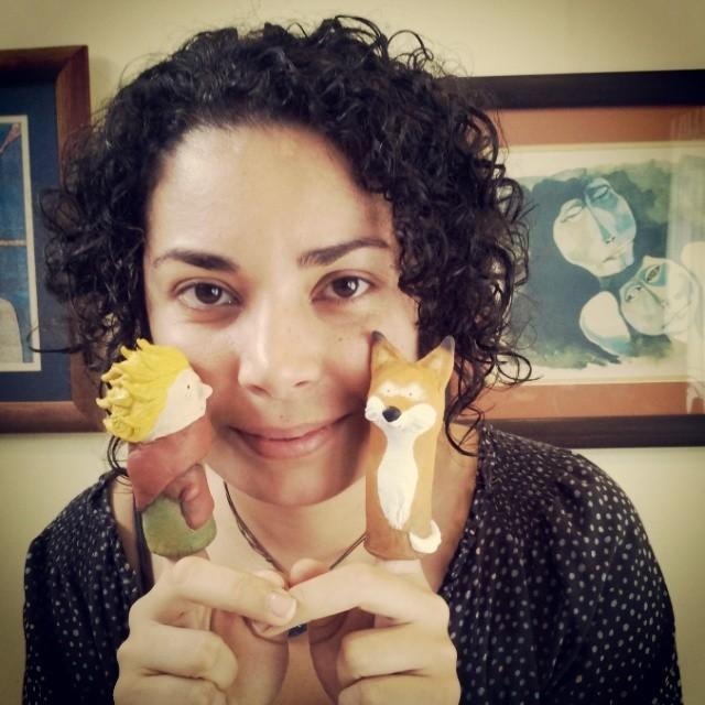 Artista con muñecos