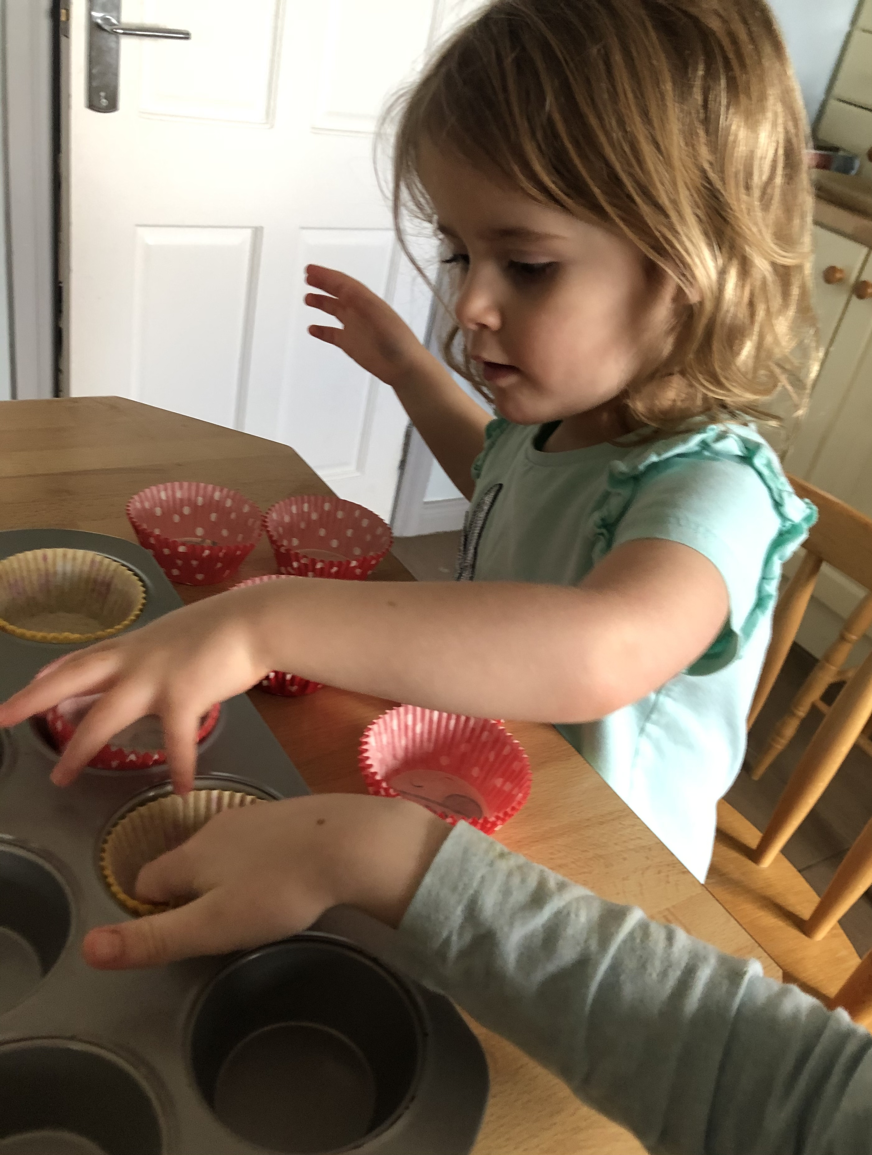 Lucy makes cupcakes!