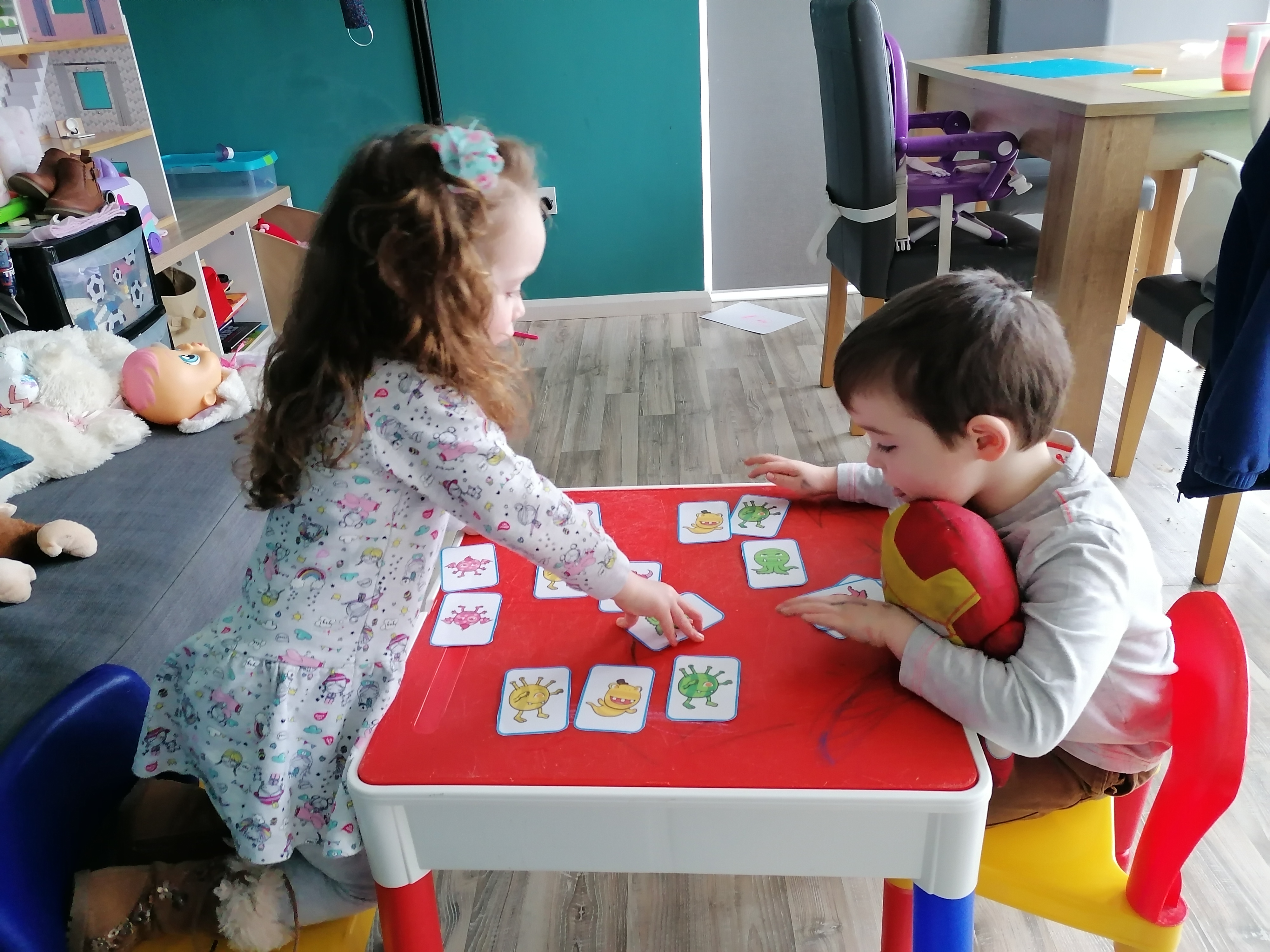 Zack and Layla play snap!