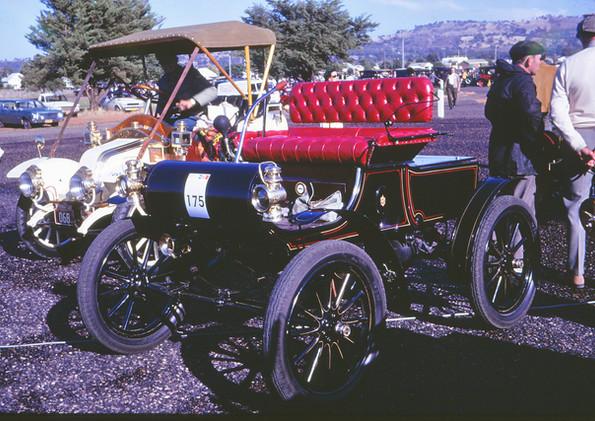 1903 Oldsmobile.jpg