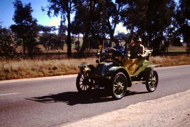 1909 Renault  .JPG
