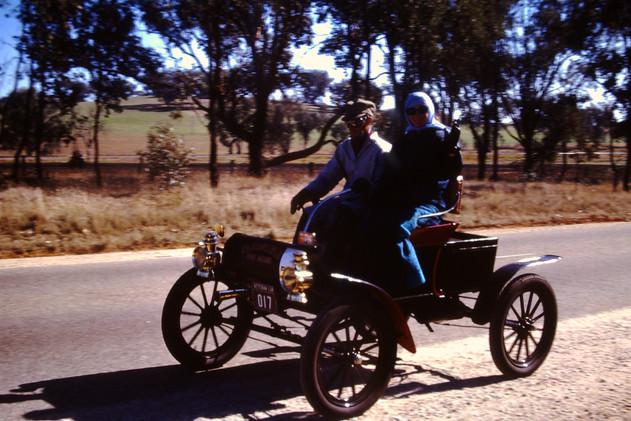 1901 Oldsmobile  .JPG