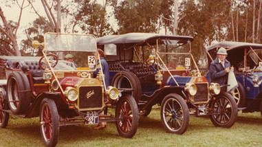 2 x Model T Ford