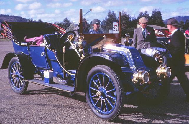 1910 Renault.jpg