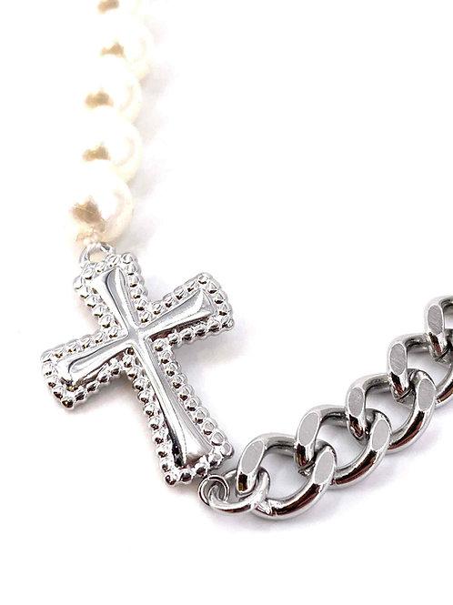 Collier chaînes et perles avec croix