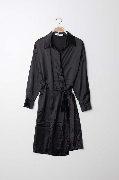 Robe satinée noire