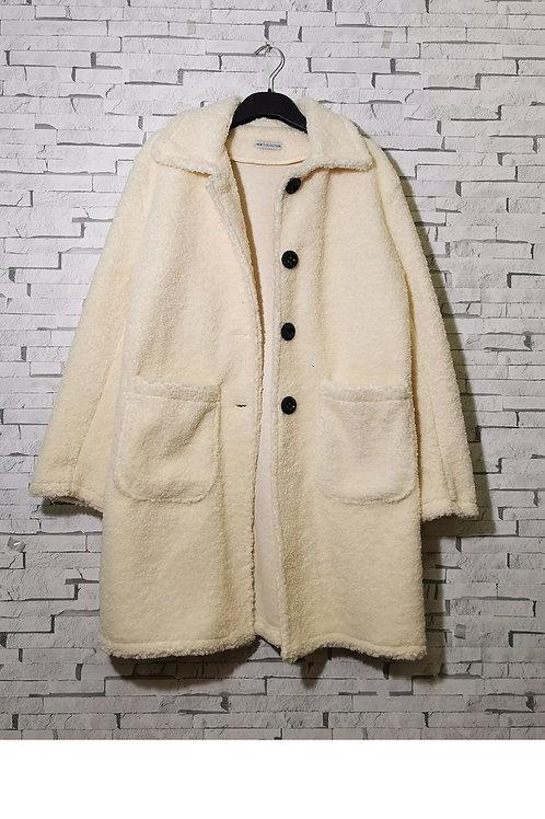 Manteau duveteux blanc