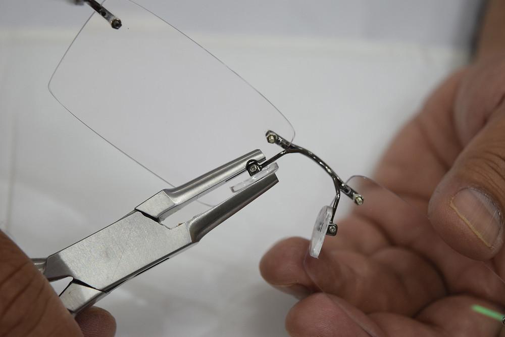 Nose pad adjusting plers