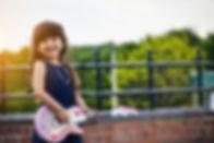 Kind_Mädchen_Gitarre_800px.jpg