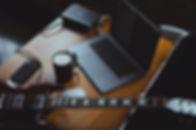 Gitarre+Laptop_Ausschnitt_800px.jpg