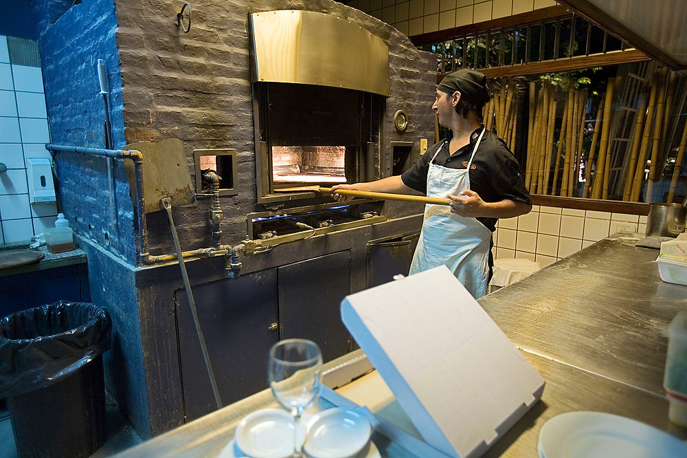 1280px-Buenos_Aires_-_Pizza_oven_-_6902