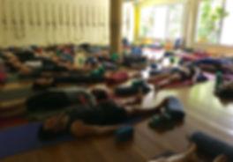 Aula de Yoga com Lilly Hastings
