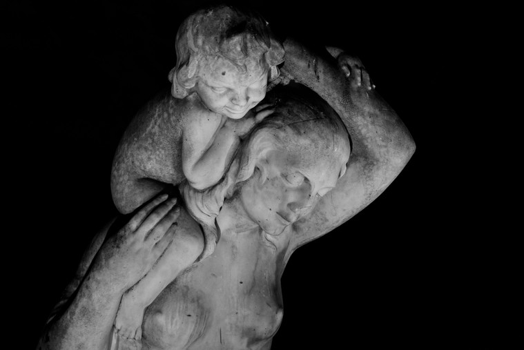 Femme et enfant II - Sculpture by Charles Georges Cassou, Paris