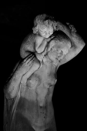Femme et enfant I - Sculpture by Charles Georges Cassou, Paris
