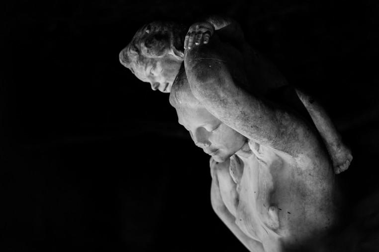 Femme et enfant III - Sculpture by Charles Georges Cassou, Paris