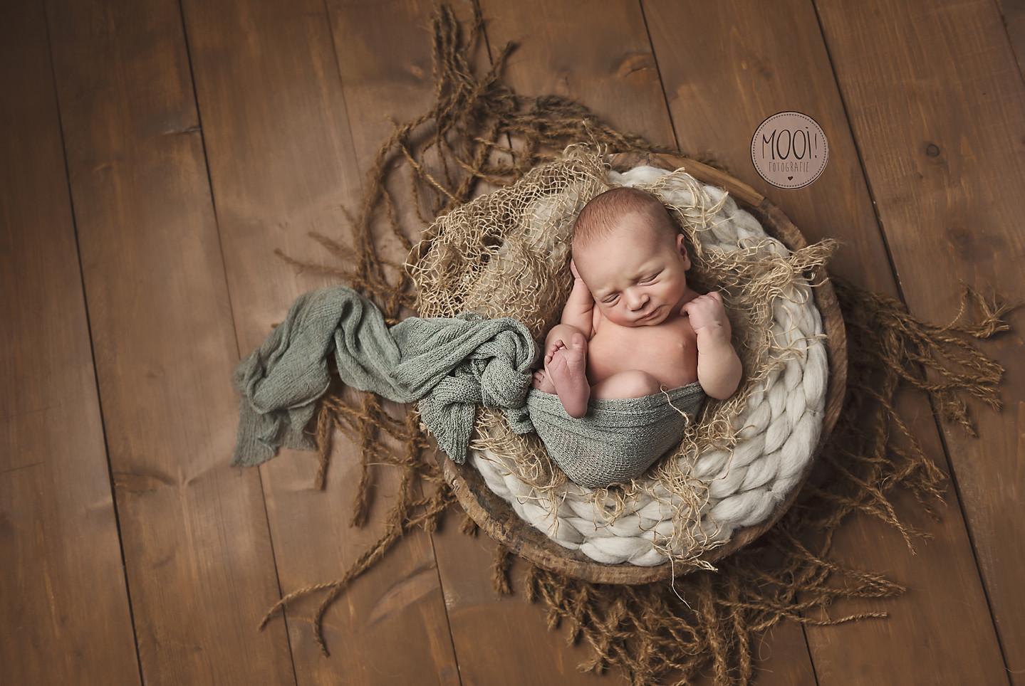 Cadeaubon Newbornshoot, Kraamcadeau, cadeaubon geboorte baby, Newborn fotoshoot cadeau, MOOI! Fotografie