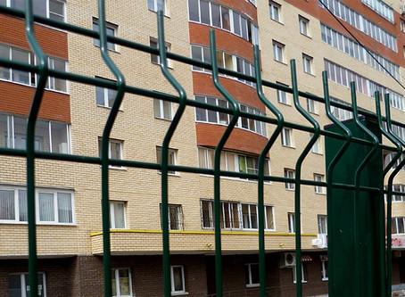 Человек в закрытом дворе: ограждение придомовой территории