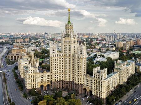 Высотки тогда и сейчас: кто и почему выбирает жизнь в башнях над Москвой