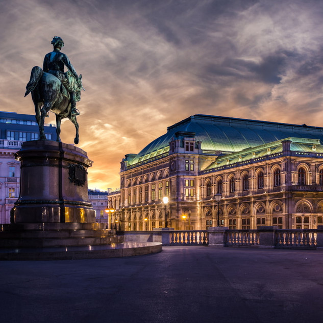 opera-vilna and Viennese court