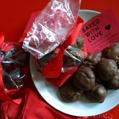 'Tis the Season for Totos! Sicilian chocolate spice cookies.