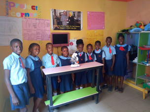 Bringing the microscopic world to young students in Nigeria