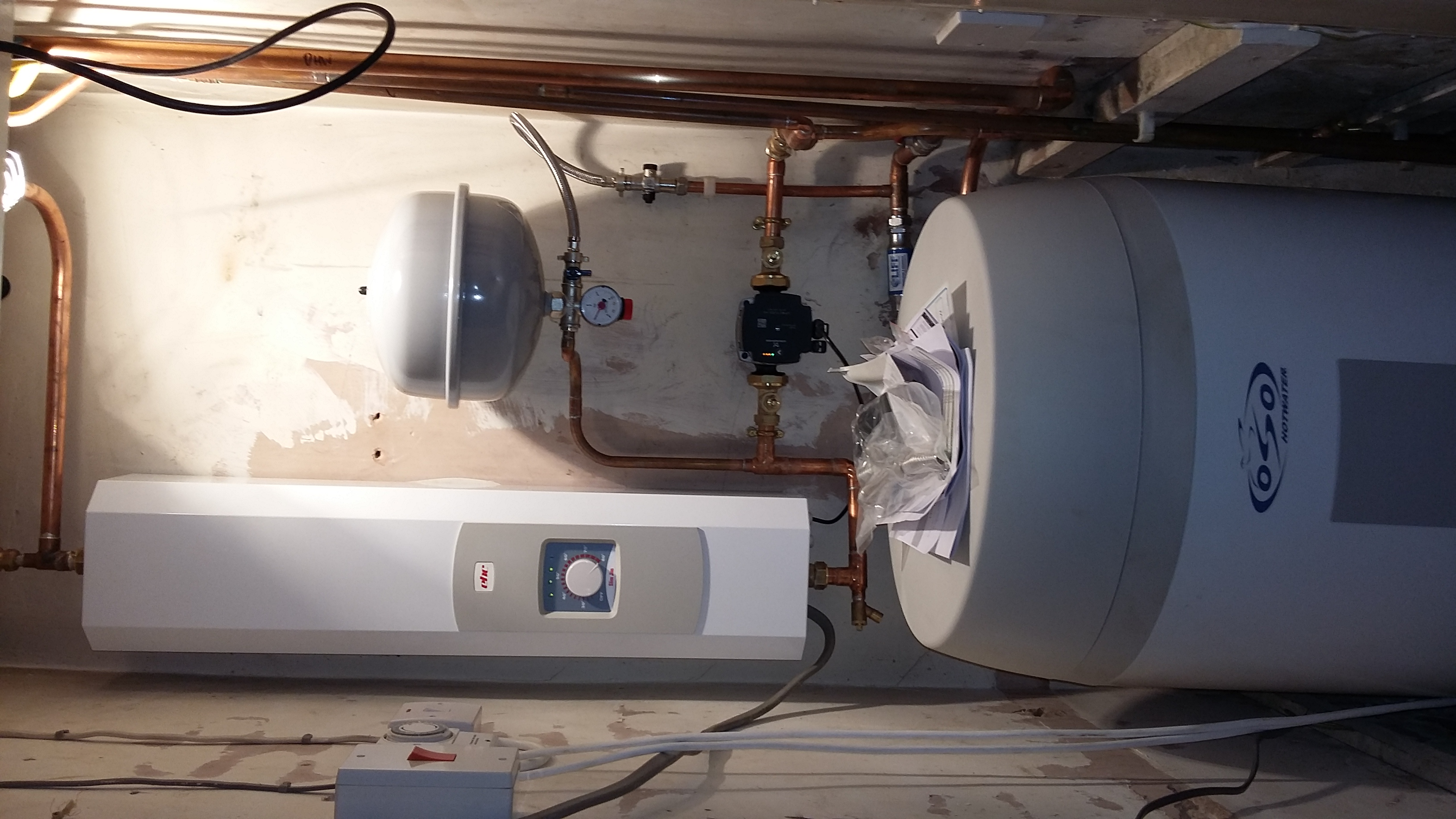 Electric boiler and hot water cylinder