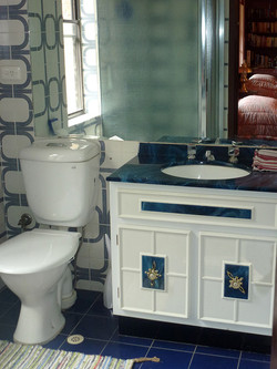 Ensuite attached to Twin Bedroom