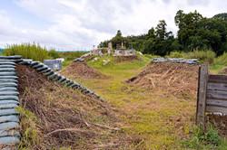 塹壕、土塁、ブッシュが特徴のオペフリフィールド
