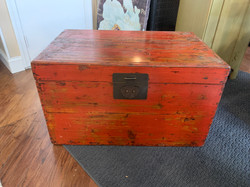 DISTRESSED RED TRUNK