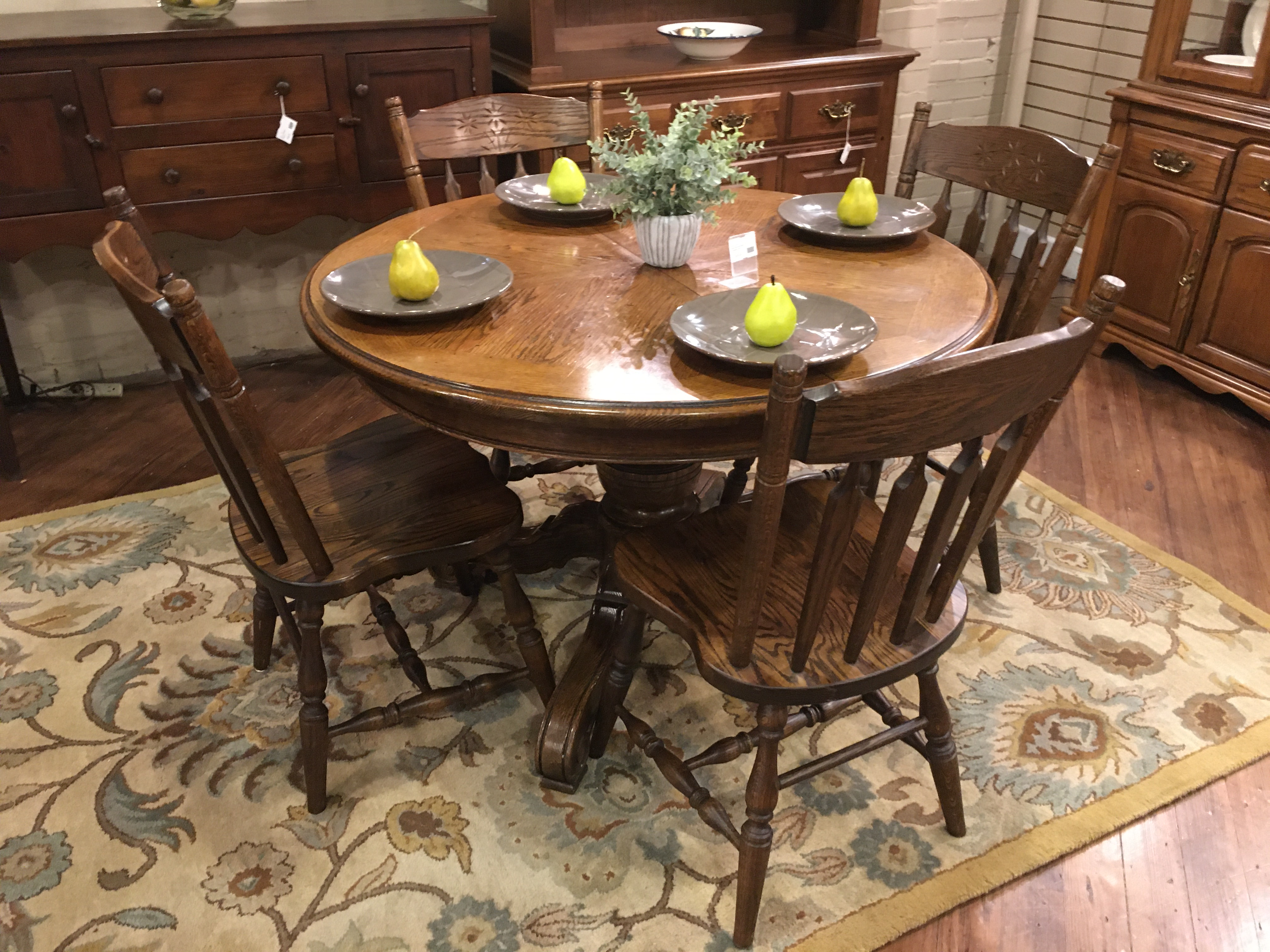 ROUND OAK FINISH TABLE & 4 CHAIRS