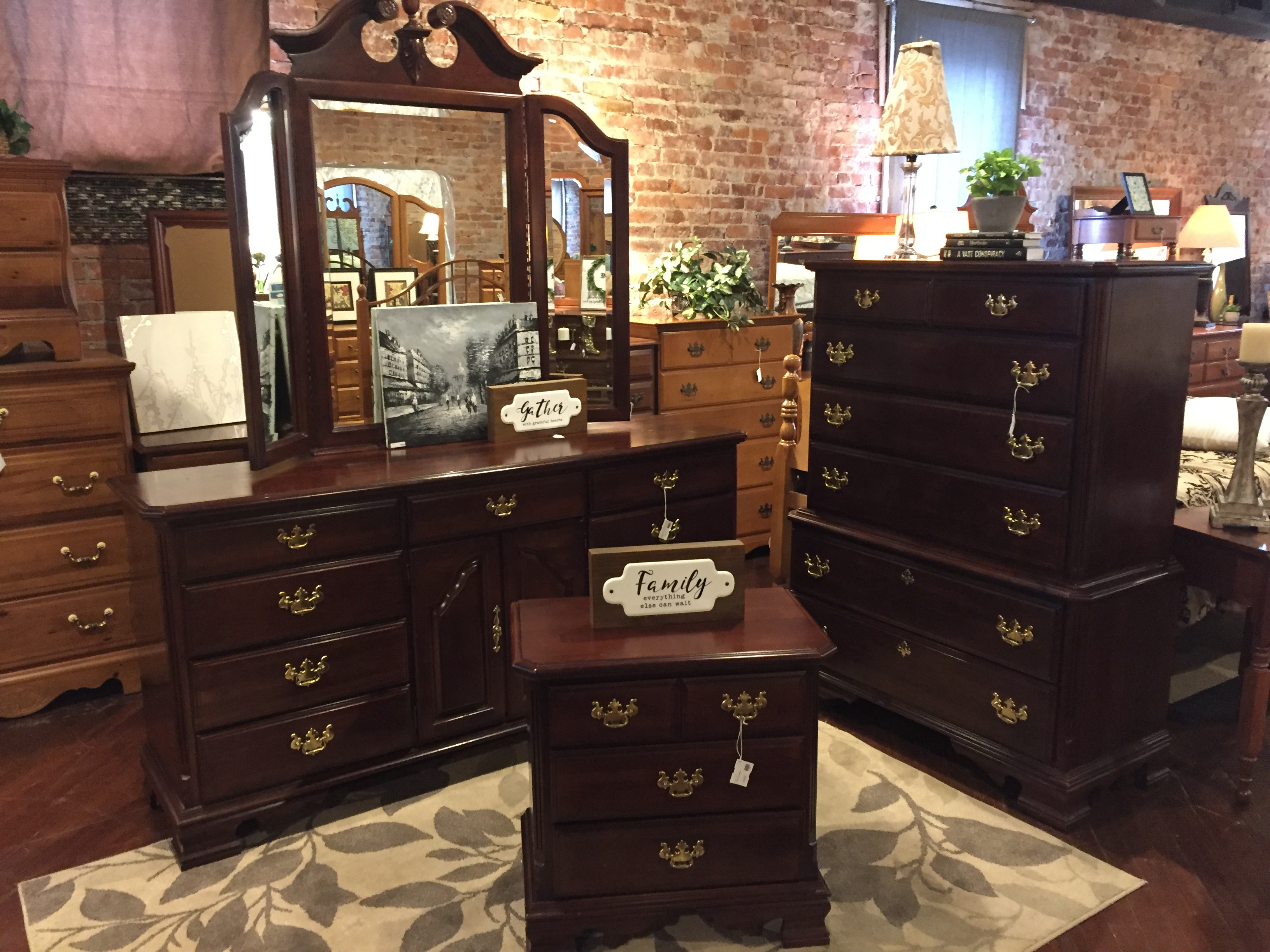 CARLISLE CHERRY DRESSER SET