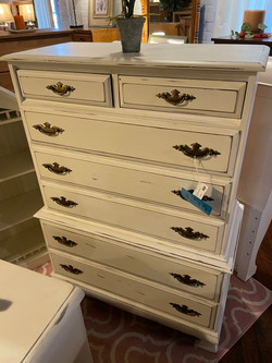 WHITE PAINTED DISTRESSED CHEST OF DRAWERS