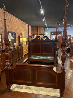 CHERRY QUEEN POSTER BED WITH RAILS