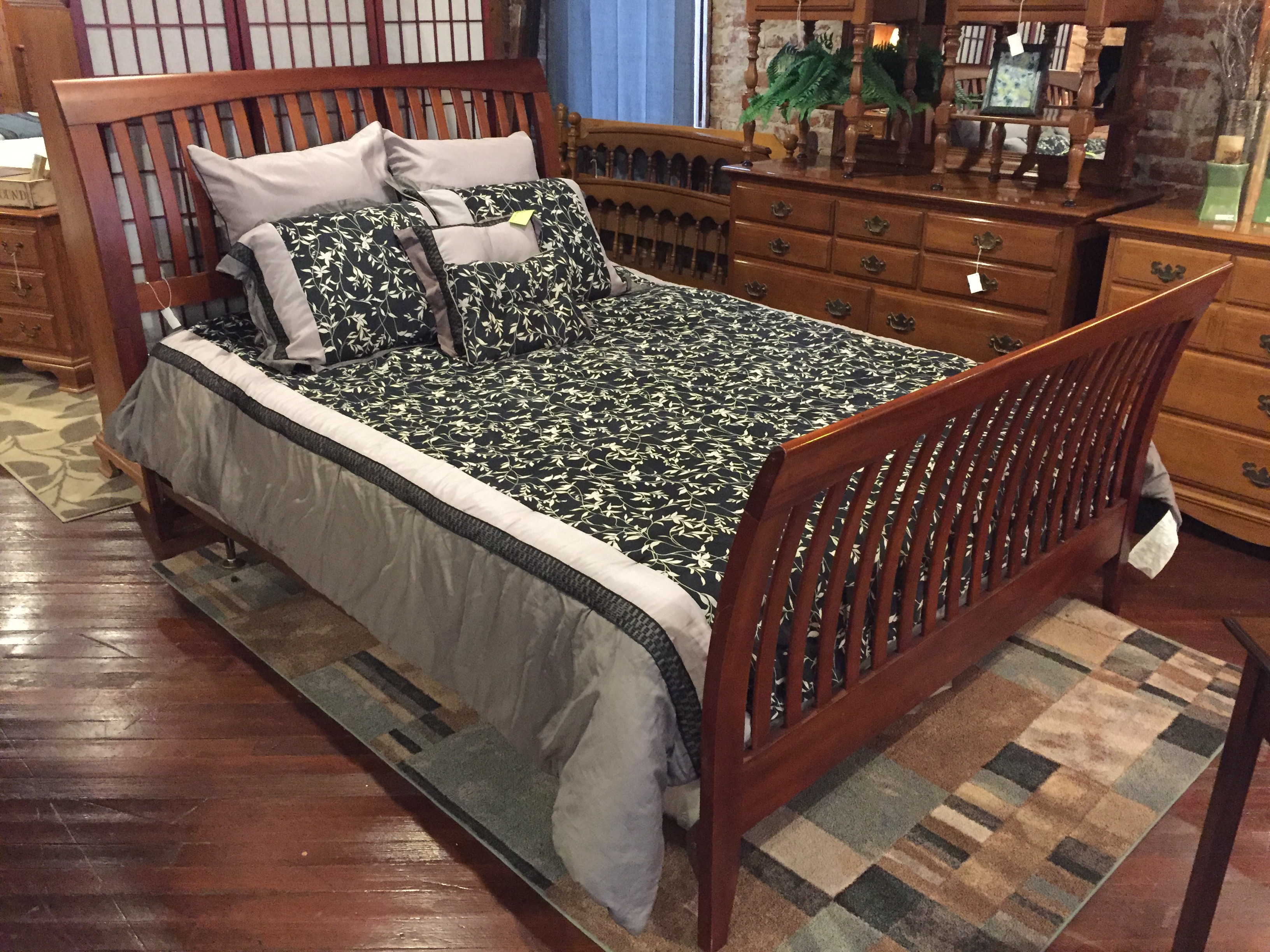 CHERRY FINISH SLAT QUEEN BED
