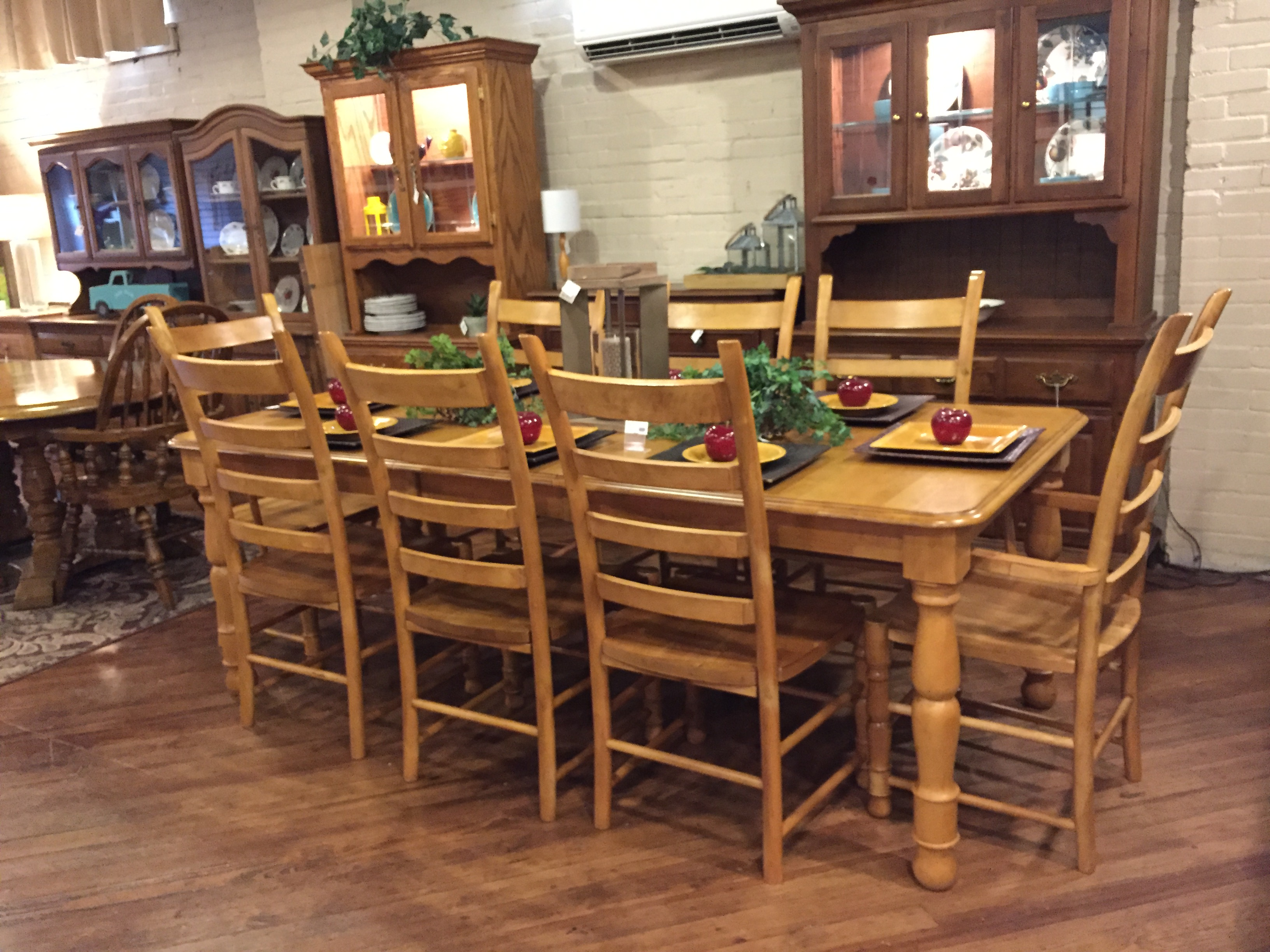 HONEY FINISH TABLE & 8 CHAIRS