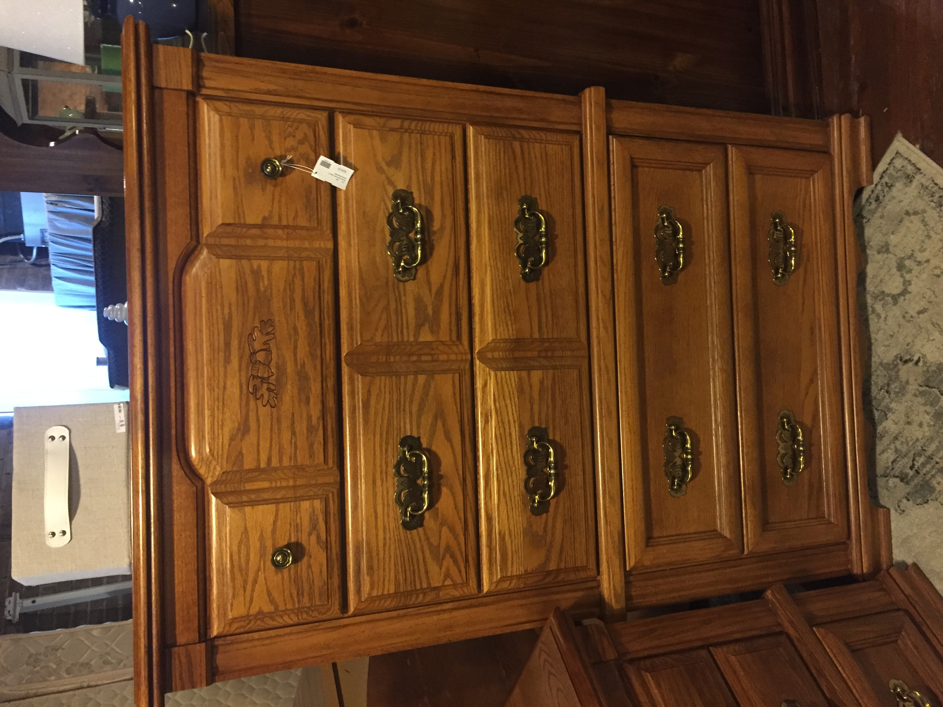 BROYHILL OAK CHEST OF DRAWERS