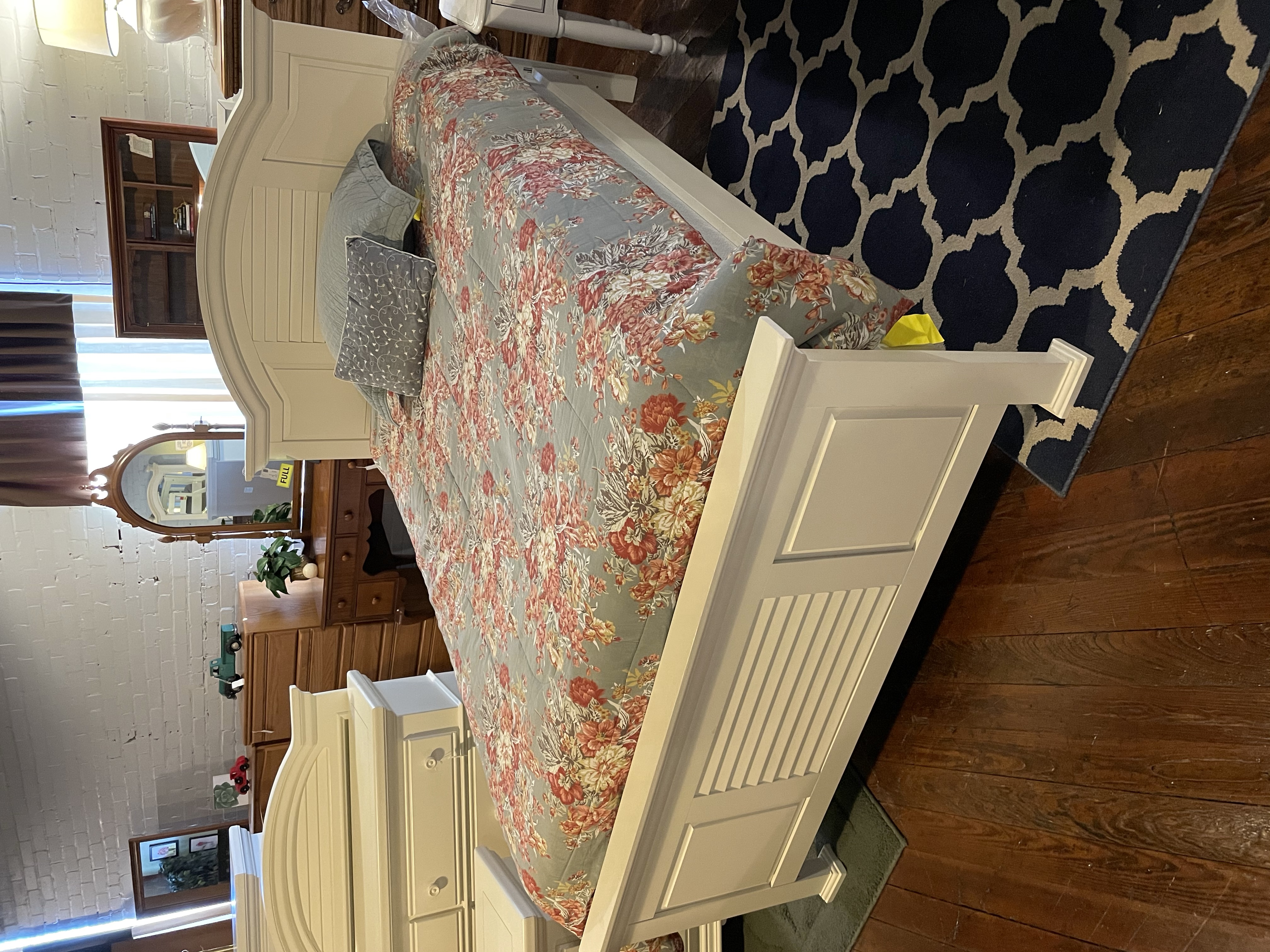 BROYHILL WHITE FULL BED WITH RAILS