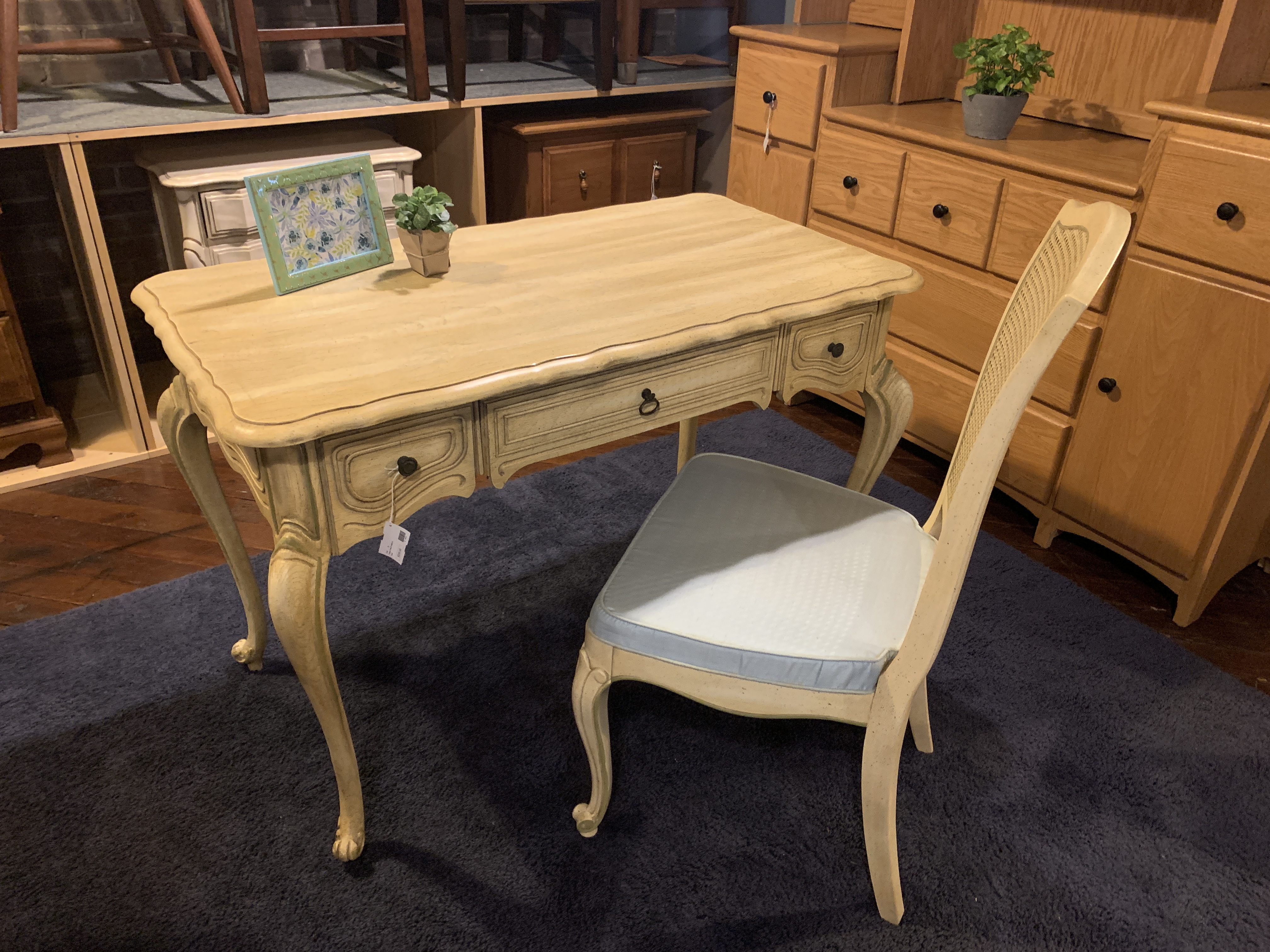 CREAM FRENCH VANITY WITH CHAIR