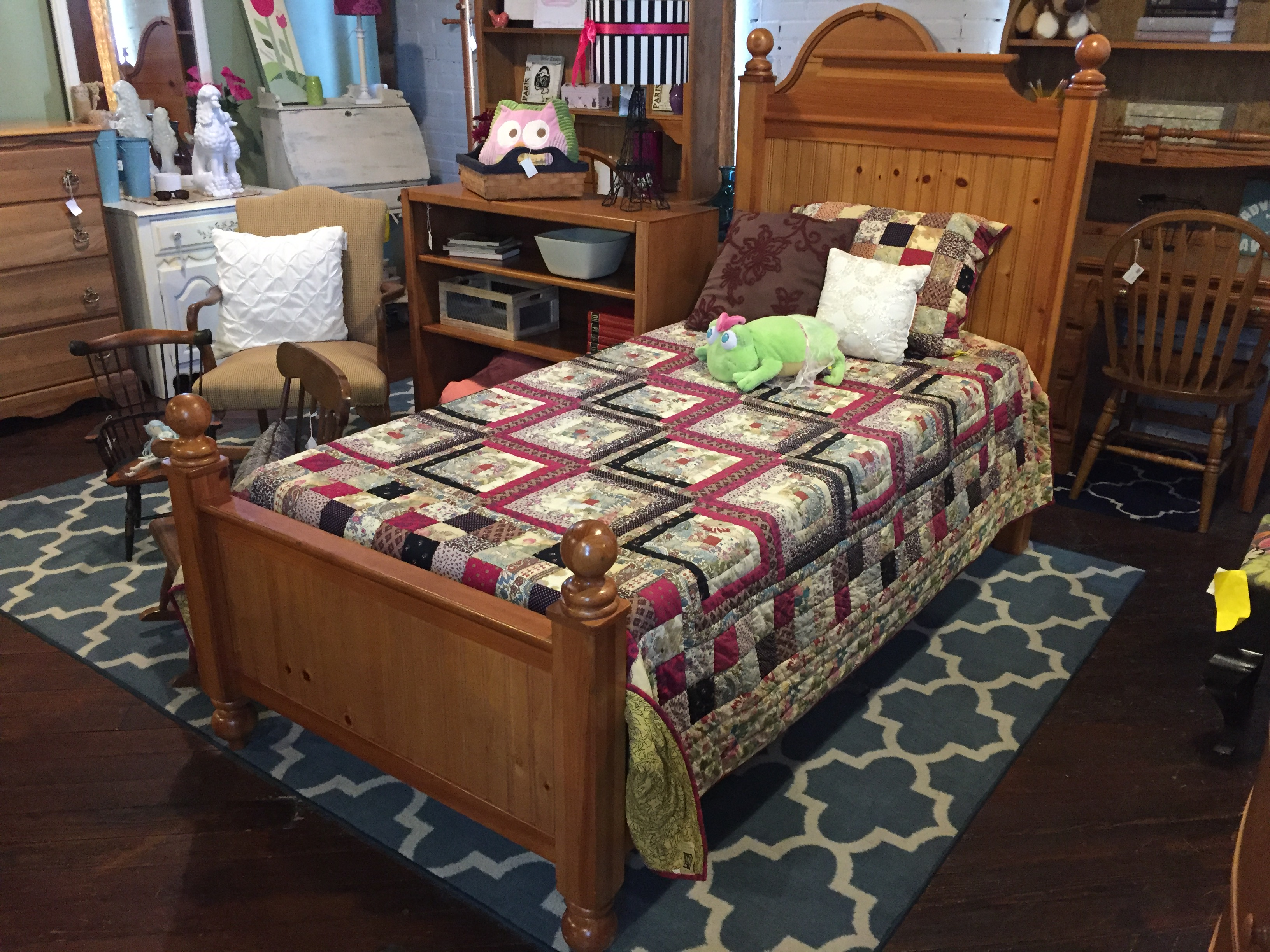 STANLEY PINE FINISH TWIN BED