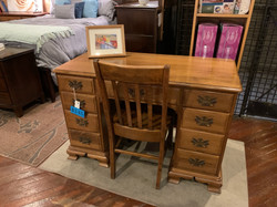 MAPLE KNEEHOLE DESK WITH CHAIR