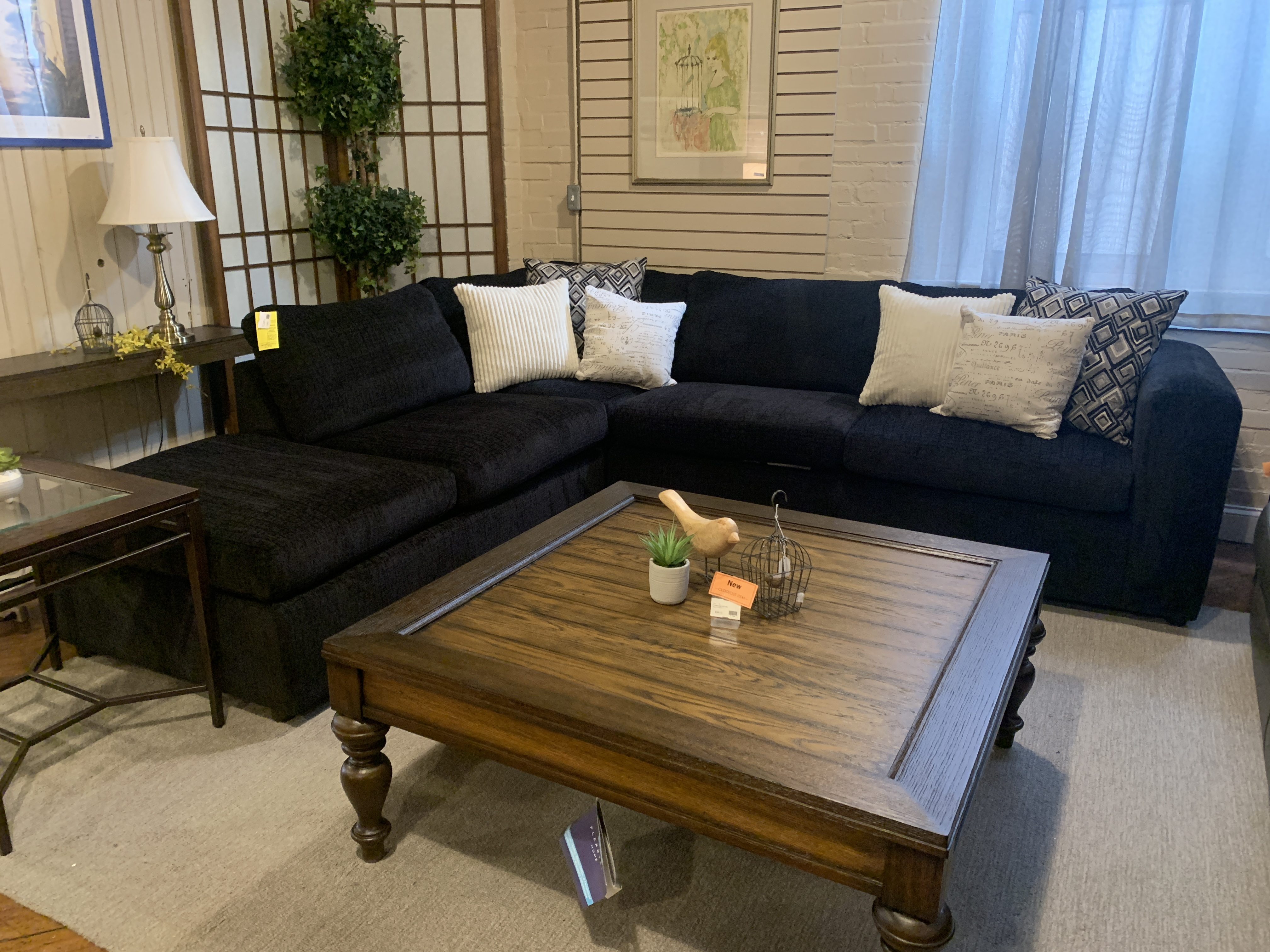 BLACK SECTIONAL WITH CHAISE