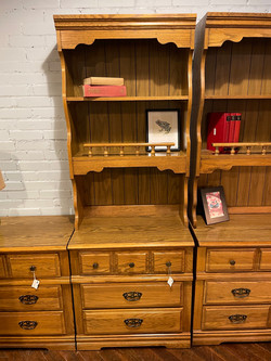 BROYHILL OAK FINISH SMALL CHEST WITH HUTCH