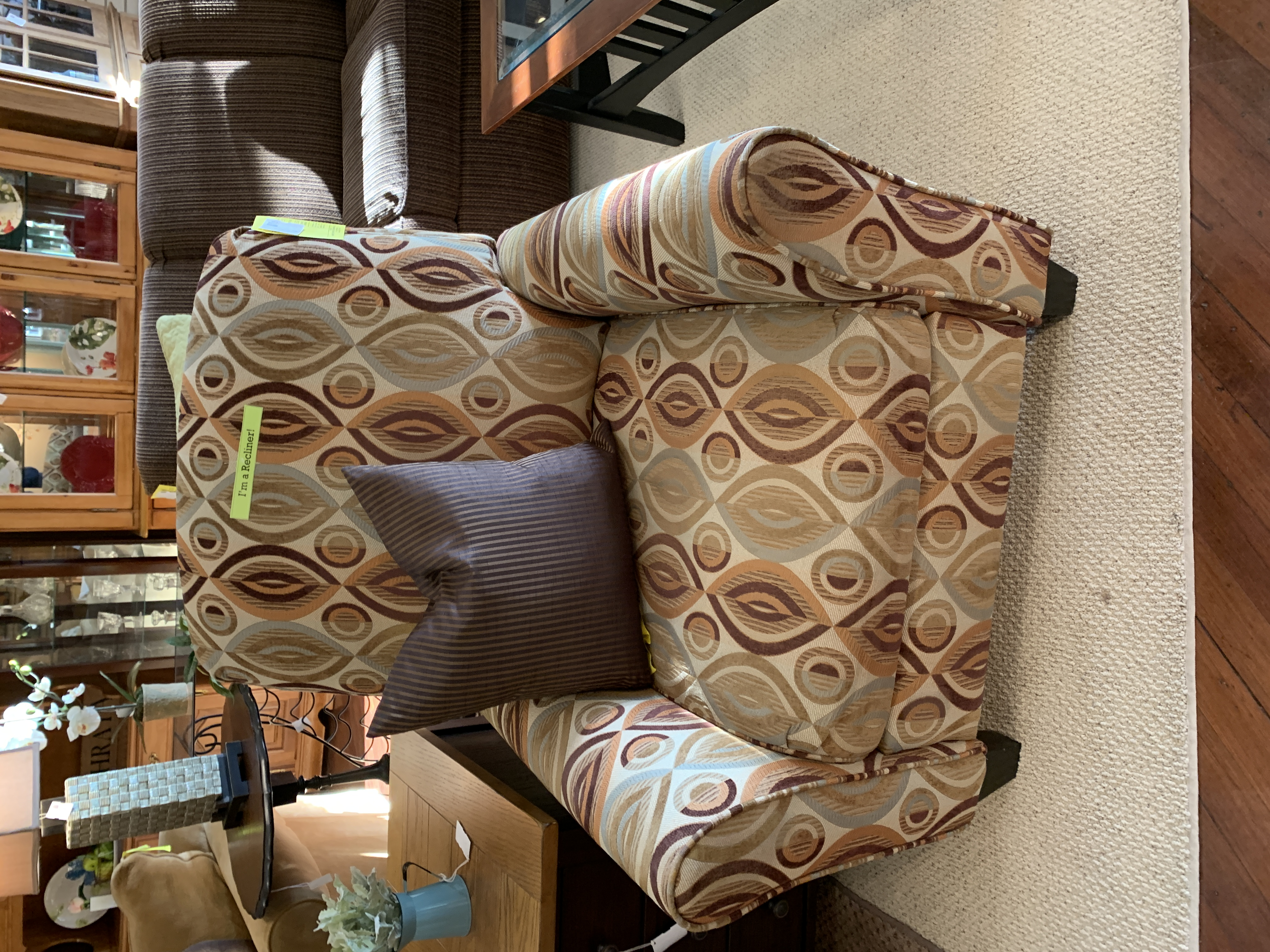 CREAM & BROWN PATTERN PUSHBACK RECLINER